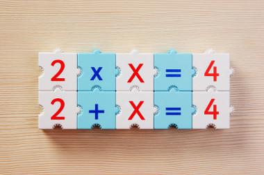 Duas equações que podem ser resolvidas por meio do método prático que vamos propor neste texto!