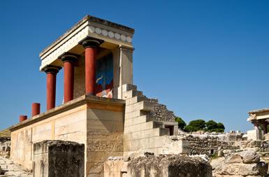 O Palácio de Cnossos é uma das grandes edificações de Creta, que influenciou a civilização grega nos primeiros séculos