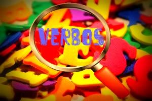 A conjugação dos verbos irregulares obedece a regras específicas