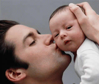 Pai demonstrando carinho pelo filho