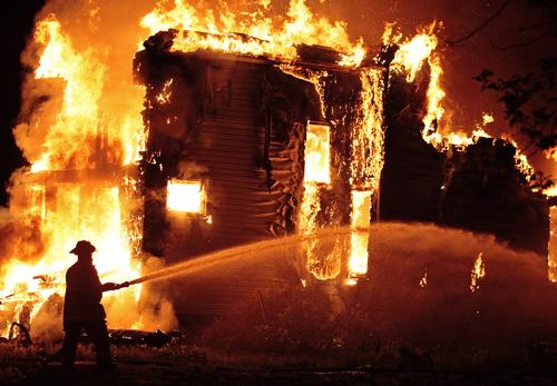 Incêndio em uma casa