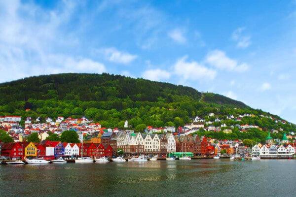 A Noruega, localizada ao norte do continente europeu, é considerada o país desenvolvido com melhor IDH do mundo.