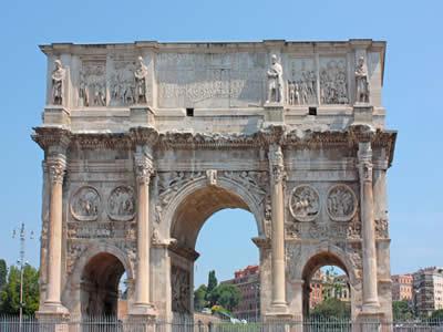 Arco de Constantino em Roma, representando o poder dos Imperadores Romanos