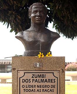 Escultura de Zumbi dos Palmares feita por Mestre Saul.*