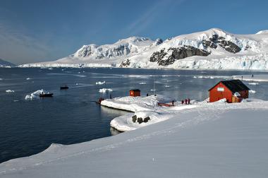As zonas polares são mais frias em virtude da menor insolação