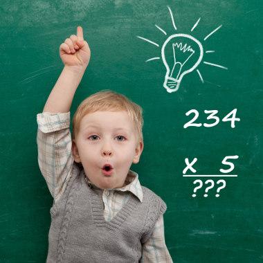 Para resolvermos a multiplicação, podemos utilizar o algoritmo usual ou da decomposição
