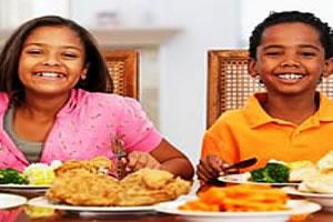 Em nossas refeições, devemos comer de tudo um pouco.