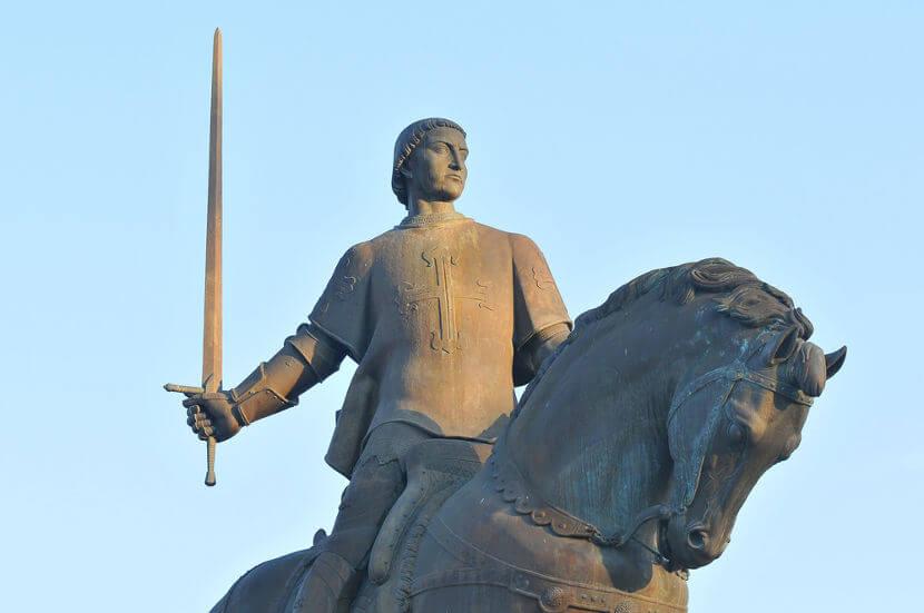 D. Nuno Álvares Pereira foi o grande líder do exército português que derrotou os castelhanos na Batalha de Aljubarrota.