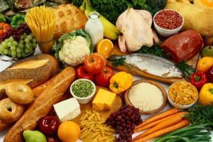 As vitaminas são encontradas em vários alimentos.