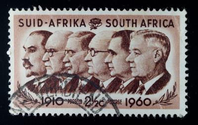 Acima, selo com imagem de líderes sul-africanos da época do Apartheid *