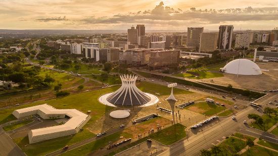 Um dos símbolos da Quarta República foi a construção de Brasília no governo de Juscelino Kubitschek*