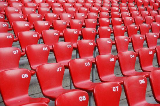 Os números nas cadeiras formam progressões aritméticas