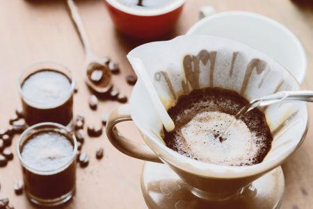 A filtração retira o café que não se dissolveu na água