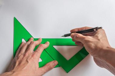 Lei dos senos: teorema que relaciona lados e ângulos de triângulos quaisquer
