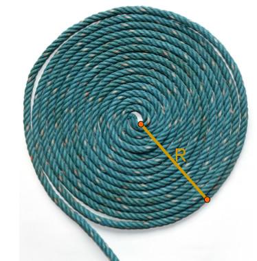 É possível encontrar a medida da área de figuras circulares, como a formada por uma corda enrolada