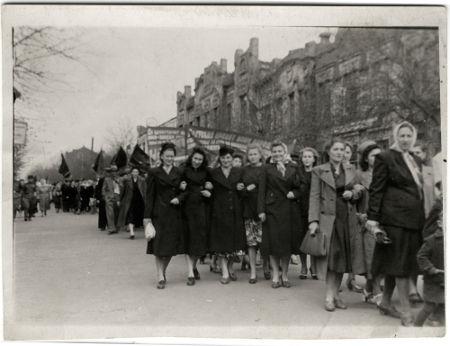 Evento organizado em comemoração ao Dia do Trabalhador na União Soviética durante a década de 1950*