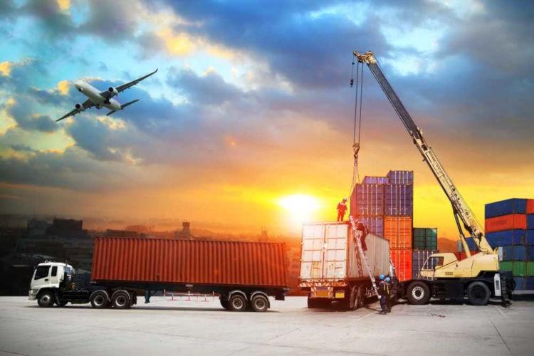 Exportação e importação são atividades do comércio exterior de compra e venda de produtos, bens ou serviços.