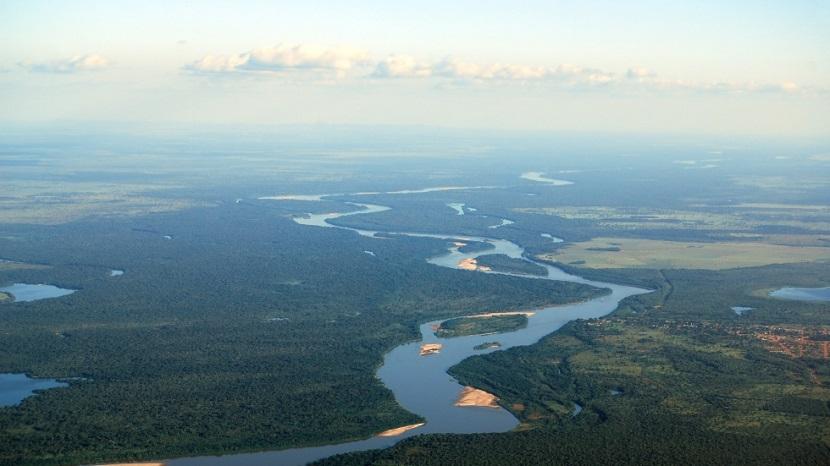 O Rio Araguaia possui nascentes na região compreendida pelo bioma Cerrado.