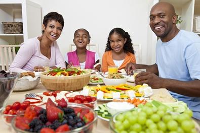 Comer de tudo um pouco é importante para manter a saúde do nosso organismo