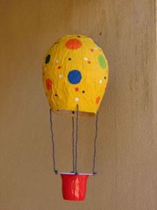 Balão feito com jornal.
