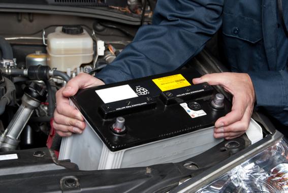 O ácido sulfúrico é fundamental para o funcionamento de uma bateria de automóvel
