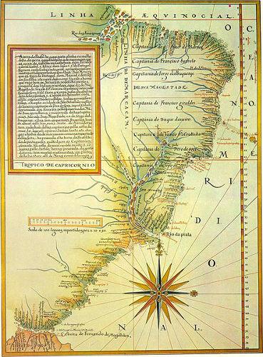 Mapa clássico das Capitanias Hereditárias que mostra a divisão conforme o registro de Luís Teixeira em 1586.*