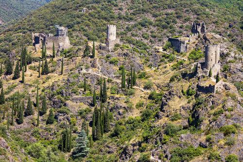 Castelo de Lastours, onde muitos cátaros se protegeram durante a Cruzada Albigense