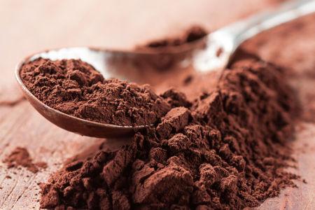 Chocolate em pó pronto para uso, tornando-se então uma mistura de cacau em pó e açúcar