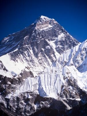Monte Everest, localizado no Nepal, ao sul da Índia