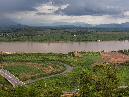 O Rio Mekong é um exemplo de limite natural. Esse rio divide os territórios da Tailândia e Laos