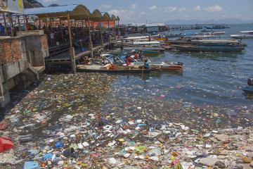 Observe a grande quantidade de lixo acumulada nessa região *