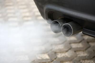O principal poluente do ar é o emitido pelos motores dos automóveis