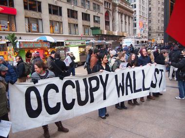 A crise financeira de 2008 desencadeou uma série de protestos contra as especulações financeiras **