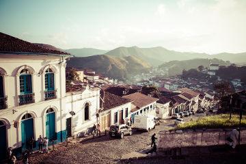 Como estão localizadas no domínio de Mares de Morro, a maior parte das cidades históricas de Minas Gerais possui um relevo com vários morros