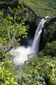 Uma cachoeira é uma paisagem natural, pois não foi construída pelo homem
