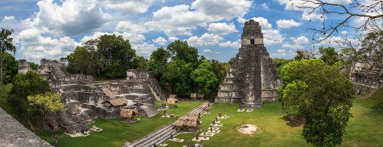Tikal foi uma das principais cidades-estado dos maias e atualmente é um importante sítio arqueológico.